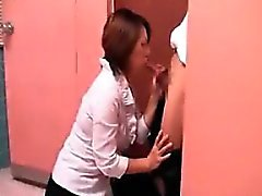 Elle attend de rencontrer son amant pour la tête de négociation dans une re publique