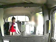 Hostess eccitato inchiodate nel backseat di forestiero pervertono