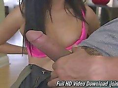 Alina de Li de visage de fille mignon de Hand Job
