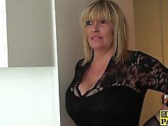 Dessous mature Sub Dame braucht Mundbesamung