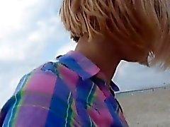 милый молодой блондин сосать толщиной петух в автомобиле