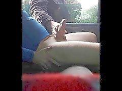Branlé dans le parc auto (avec distinction)