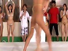 Slutty japanischen Mädchen erfüllen ihren intensiven Wunsch nach Wild