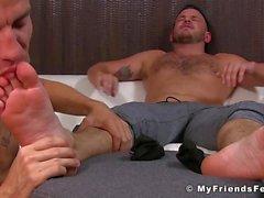 Jock ama la sensibilità dei suoi piedi leccata