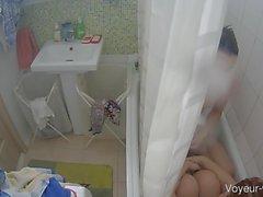 Azgın genç bebek onu kedi yıkanır var