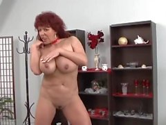 Sexy Mature Redhead Spectacles allemand Ses seins énormes