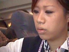Стюардесса вынуждены мастурбирует в самолете
