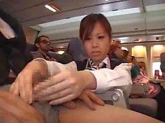 Stewardess gezwungen Wichsen in Flugzeug