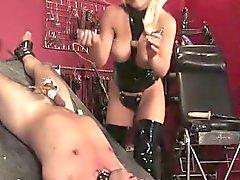Фотографий грудастая фемдом трахать задницей SubS с фаллоимитатором