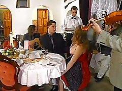 Grand de Titi Fille Gangbanged dans restaurant