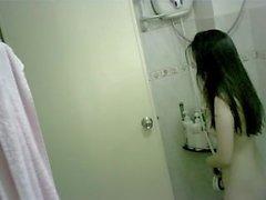 Piccolo teen cinese di balneazione della spia camme