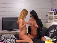 Vipissy - Extreme lesbian pissing with 2 beautiful girls