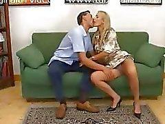 splendida Federica Tommasi baciare e da solo