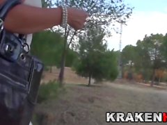 Krakenot - MILF provocante in video voyeur all'aperto