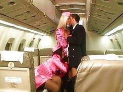 Laryne Ларош а Sothy Хико на самолете