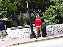 Entrada mais dura do lifeguard Blonde Amadores golpeou no banco de trás