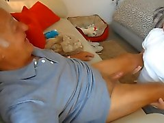 Эрика дует гидромассажной дедушки