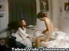 Стадия Mom соблазняет сына в трахая ее другие видео - hotmoza