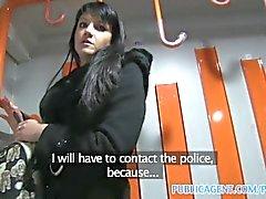PublicAgent Penelopes fucks mit dem Zug , um die Polizei zu vermeiden