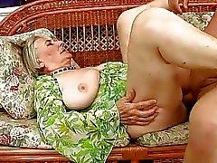 Очень старая бабуля трахают тяжело