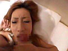 Pretty Babe oriental suga um pau e leva um cumload quente