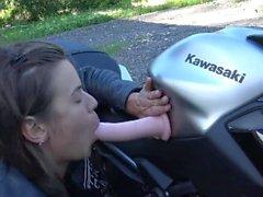 Teenager francese caldo squirting sul suo motociclo - Chaude Motarde Vic Alouqua