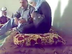 chienne arabe dépouillée fingered