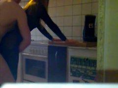 étudiante en nylons baisé dans la cuisine