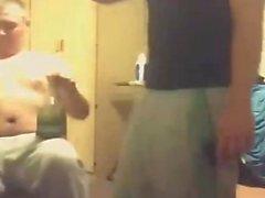 Hommes armée Drunk On webcam la partie une