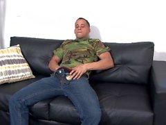Genç Azgın Düz Ordu Kas Guy Jerks Büyük Dick