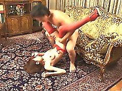 Cazzo che humping segaligno e tempo Babe legged in calze rosse a divano