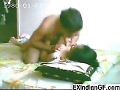 Esile studentessa indiani a fare sesso all'interno della dorm