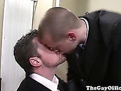 Homosexuels goujons de bureaux DECHIRE EN la salle de réunion