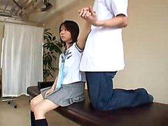 Доктор дает школьница неприятный полной экзамен тел в своему выкл