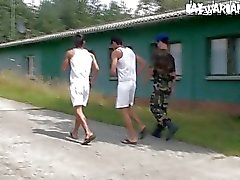 Askerlerkurbanları pislik fethetmek