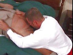 Muscoloso orso ottiene scopata