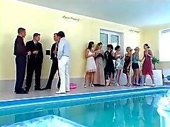 Плавательный бассейн сексуальной вечеринки 7 !