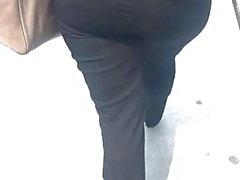 Bellissimo PAWG in pantaloni eleganti neri