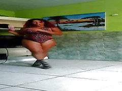 Crazy Dinha dansar mycket del 2