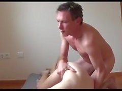 jeune epouse soumise et docile masturbe puis enculee