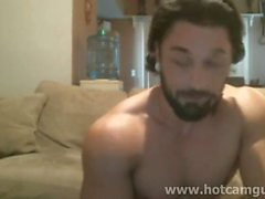 Muscle Bearded Man Cums sur Cam
