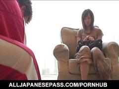 Sakura Hazuki milf asiática bonita obtiene tratamiento de cuentas anales