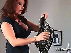 I cougars Bisessuale dividono la camera doppio dildo nella Culo in il culo scena