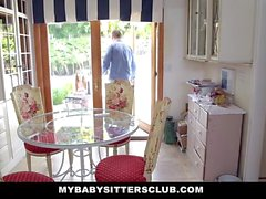Pequeño Baby Sitter follan en Años Nuevos