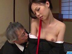 Misaki Yoshimura, itaatkâr bebek, oyuncaklarla becerdin