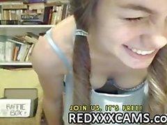 L'étudiante mignon avec des mésanges gentilles à Omegle Fuites de redxxxcams