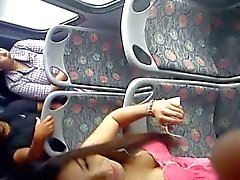 Sexy teen dans le bus