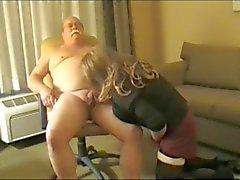 Grandpa Mustache Chevesne se fait pomper ( Nous sommes désolés , mal de conversion )