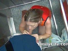 Минет в лифте