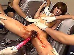 A Rika en plata han abusos su cuerpo por el tipos Japón cachondos